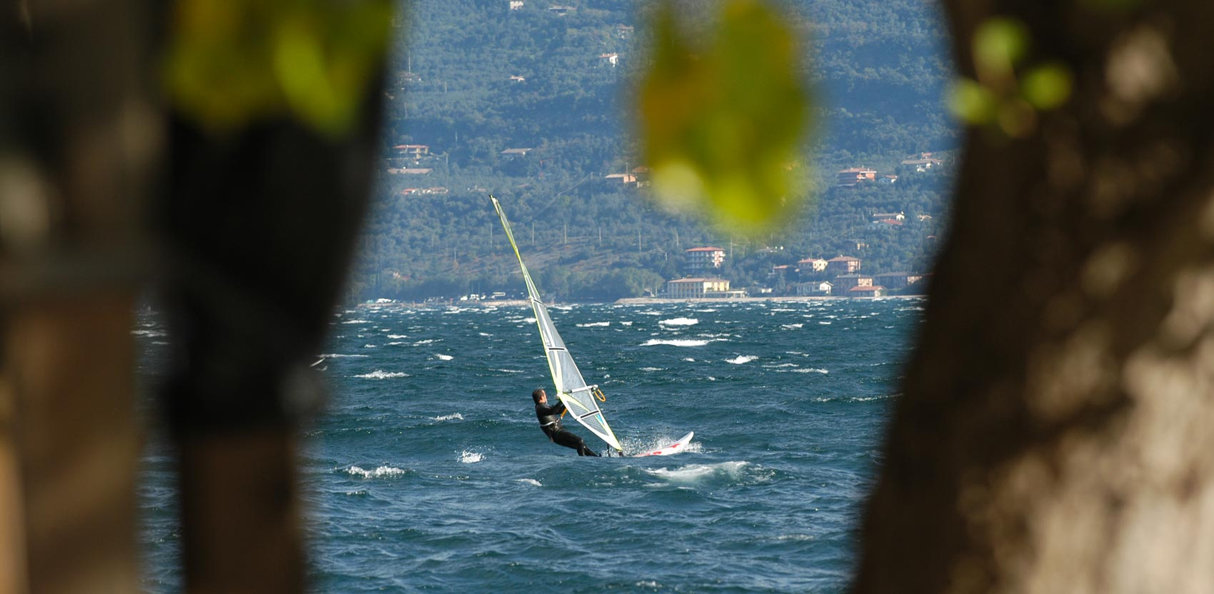 Vela e Windsurf a Malcesine sul lago di Garda